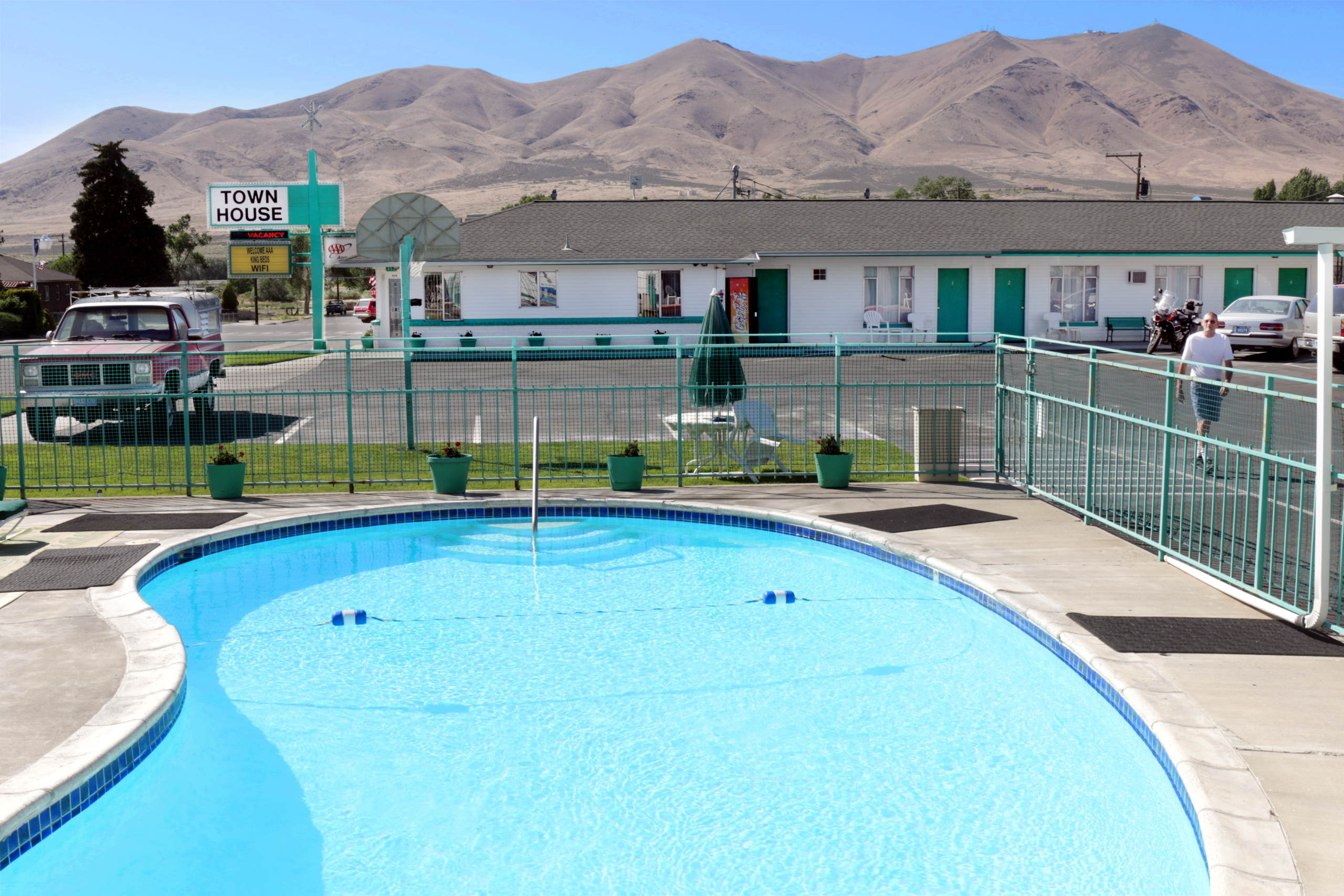 Awesome Town House Motel Once A Guest Always A Friend Home Interior And Landscaping Mentranervesignezvosmurscom